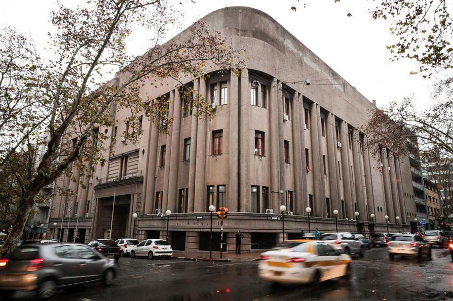 Rocco Morabito karkasi entisestä Carcelin keskusvankilasta katon kautta Uruguayn Montevideossa maanantaina.