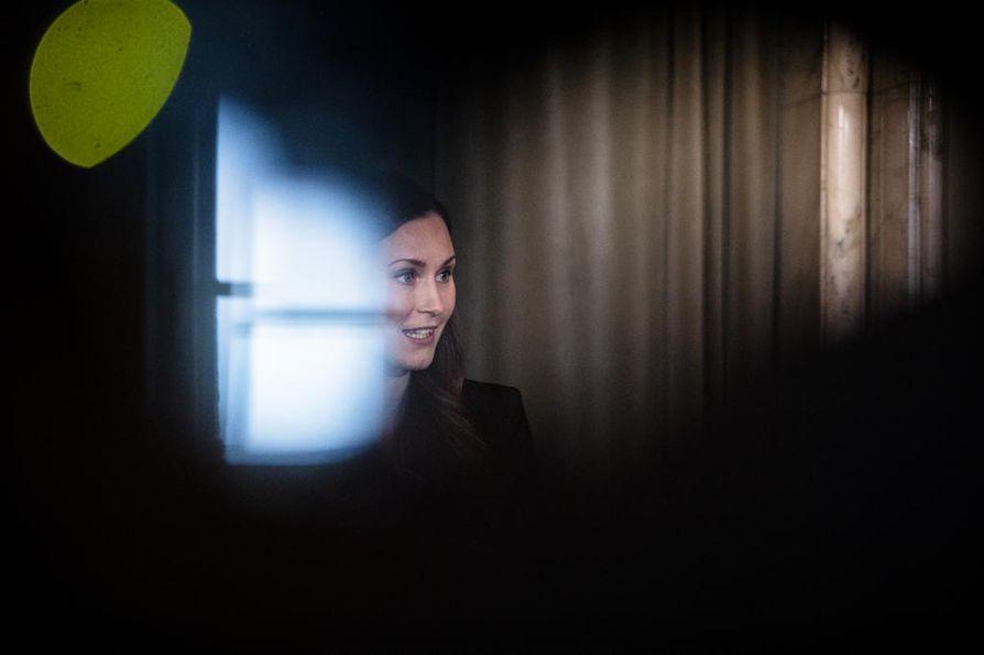 Kotimaan parrasvaloista Brysselin parrasvaloihin. Pääministeri Sanna Marin osallistuu ensi kertaa EU-huippukokoukseen 28 EU-maan pääministerin joukossa.