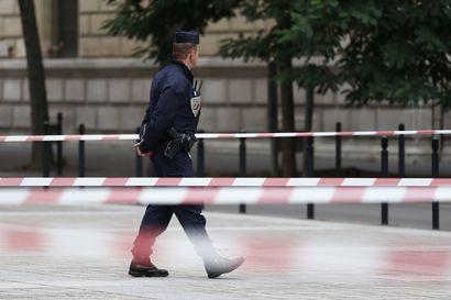 Pariisissa neljä puukottanut poliisin it-työntekijä oli kääntynyt muslimiksi puolitoista vuotta sitten
