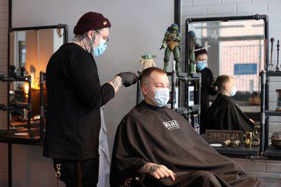 Kaljuuntuminen on iso asia myös korvien välissä – Juuso Vaakanainen tiesi kaljuuntuvansa, mutta silti hiusrajan pakeneminen 22-vuotiaana järkytti