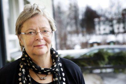 """Liisa Jaakonsaarelle myönnettiin Oulu-mitali: """"On 40 vuoden ajan toiminut monipuolisesti Oulun alueen, Pohjois-Pohjanmaan, pohjoisen ja Suomen puolestapuhujana"""""""
