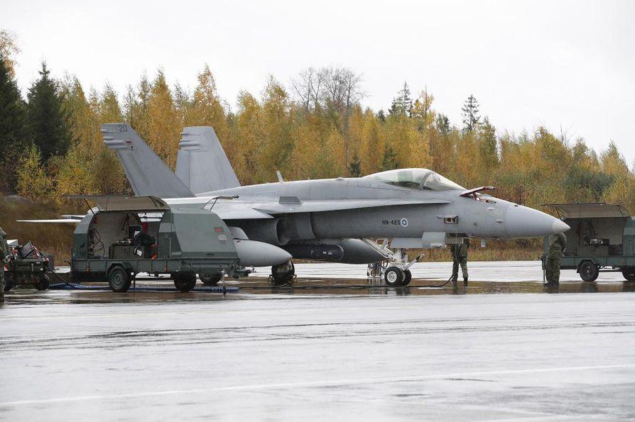 Ilmavoimien Hornet lentää Suomen tulevan hävittäjän koevastustajana tammi–helmikuun testaustapahtumassa. Arkistokuva.