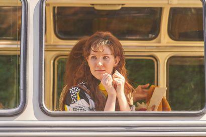 """Näkemiin Neuvostoliitto -elokuvan Nika Savolaiselle kameran edessä esiintyminen on ykkösjuttu: """"Tykkään siitä työstä niin paljon, että voisin tehdä sitä ilman vapaapäiviä koko ajan"""""""