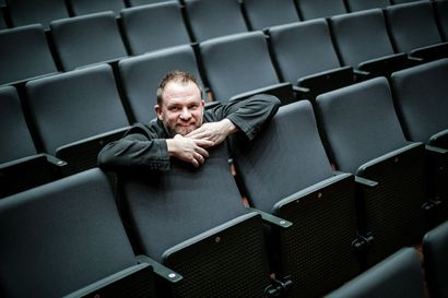 Monitaiteisia vaikutteita ja Sibeliuksen sinfoninen satu – Lapin kamariorkesterin päävierailijan johtaman striimikonsertin solistina vierailee harpisti Sivan Magen