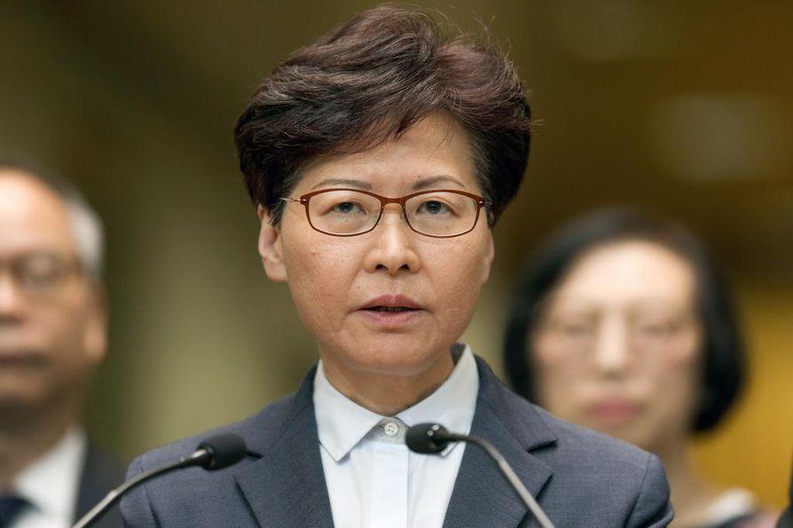 Hongkongin hallintojohtaja Carrie Lam kehotti tiistaina mielenosoittajia rauhoittumaan. Hänen mukaansa lain rikkominen vapauden nimissä vahingoittaa oikeusvaltiota ja toipuminen vie pitkään.
