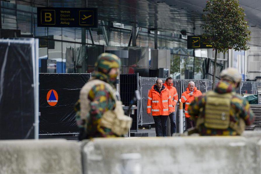Lentokentälle ja metroasemalle tehdyssä terrori-iskussa kuoli yhteensä 31 ihmistä. Sen lisäksi neljä ihmistä on kuollut myöhemmin sairaalassa.