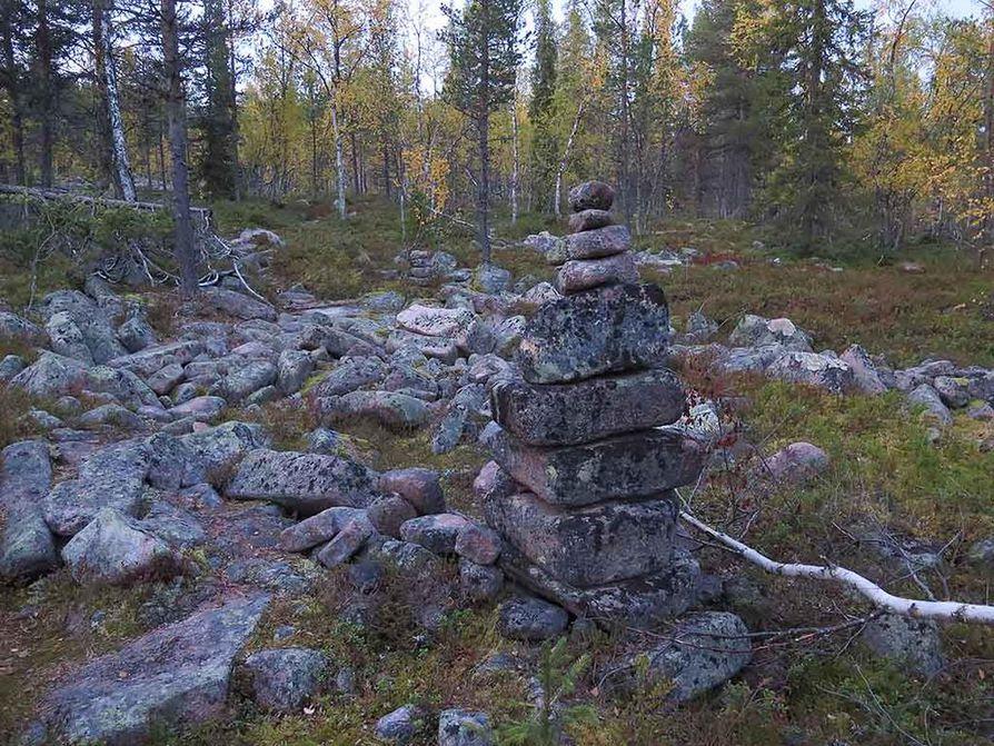 Osa merkkipinojen kivistä on kooltaan isoja.