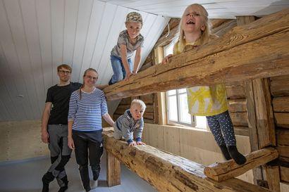 """Katso kuvat: Limingassa sijaitseva Foudilan vanha käräjätalo saa Rantalan perheen käsissä uuden elämän: """"Ei tämmöistä voi suositella kaikille"""""""