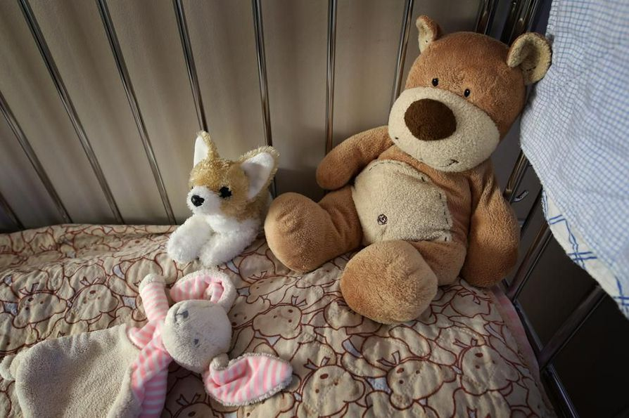 Asiantuntijan mukaan vanhempien koulutustaso ja ongelmien määrä eivät vaikuta suoraan avohuollon, sijaishuollon tai huostaanoton todennäköisyyteen. Kuvituskuva.