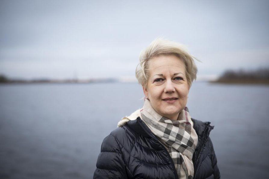 Entinen kokoomusministeri Suvi Linden on ollut Ugandassa yhdessä kuolleena löytyneen suomalaisen liikemiehen kanssa.
