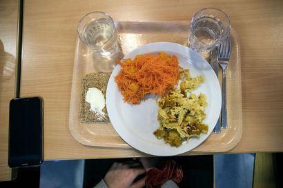 Ruokaa tilattiin kouluille enemmän kuin sitä etäopetukseen siirryttäessä tarvittiin –Hävikki on saatu silti minimoitua