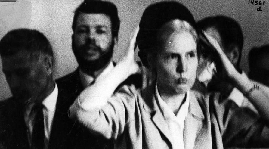 Heinoslaisuuden johtaja Laila Heinonen tuomittiin 9. elokuuta 1967 Oulun raastuvanoikeudessa sakkoihin kotirauhan rikkomisesta.