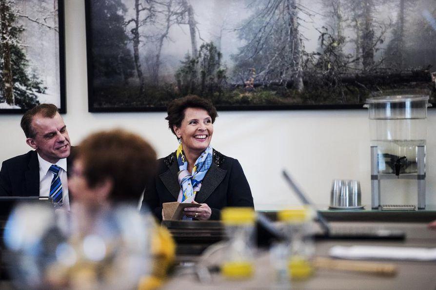 Liikenne- ja viestintäministeri Anne Berner sai jo vuoden alussa uusia työtarjouksia.