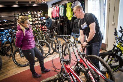 Yhä useampi maksaa polkupyörästään tuhansia euroja – Pyöräkauppa käy nyt Lapissa kiivaasti