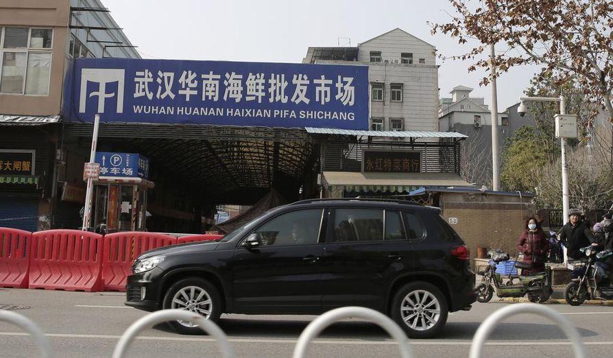Suljettu Huanan kalatori Wuhanissa. Tori suljettiin sen jälkeen, kun virusepidemian katsottiin saaneen alkunsa sieltä.