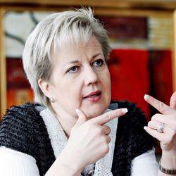 Suvi Lindénin johtama datakeskusyhtiö suurissa ongelmissa, Lindénin mukaan ongelmat kiteytyvät sähköveroon – velkomustuomioita yli 100 000 euron edestä