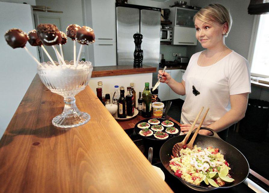 Hannele Hyvärisen mielestä blogi on järkevä muoto tallentaa niin reseptit kuin keittiöpuutarhan kasvatusohjeet itselle ja muillekin.