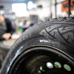 Ensi viikolla renkaanvaihtoon – ensimmäiset autoilijat ovat jo vaihtaneet talvirenkaat