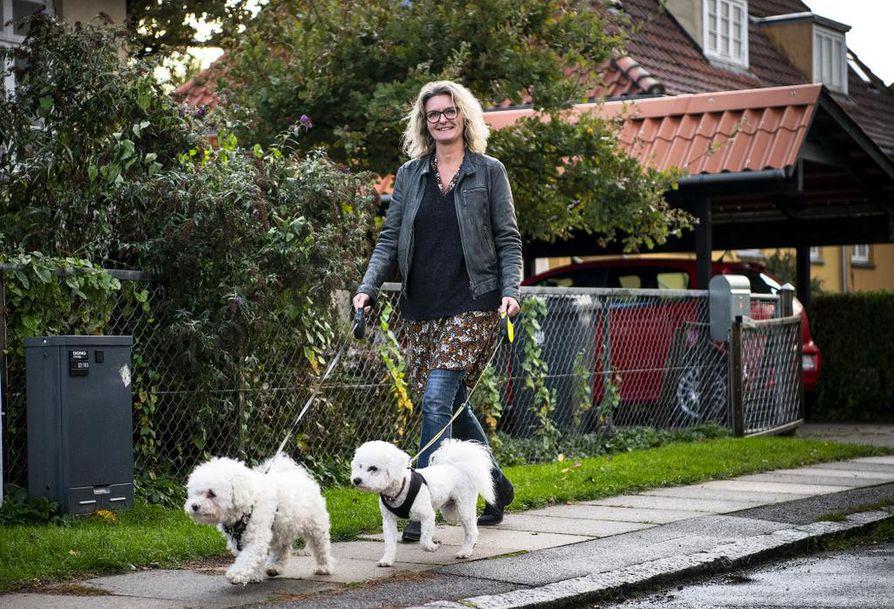 Janne Eriksen on perheineen asunut huonomaineisen Tingbjergin kyljessä parikymmentä vuotta, eikä hänellä ole juuri pahaa sanottavaa alueesta.