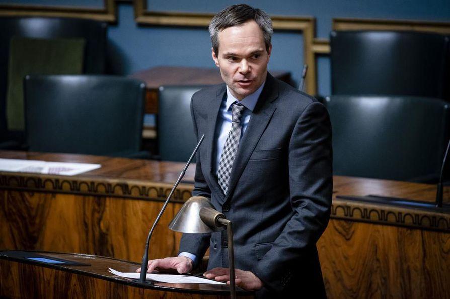 Kokoomuksen eduskuntaryhmän puheenjohtaja Kai Mykkänen sanoo, että hallituksen toimet ovat riittämättömiä akuutissa hädässä oleville yrityksille.