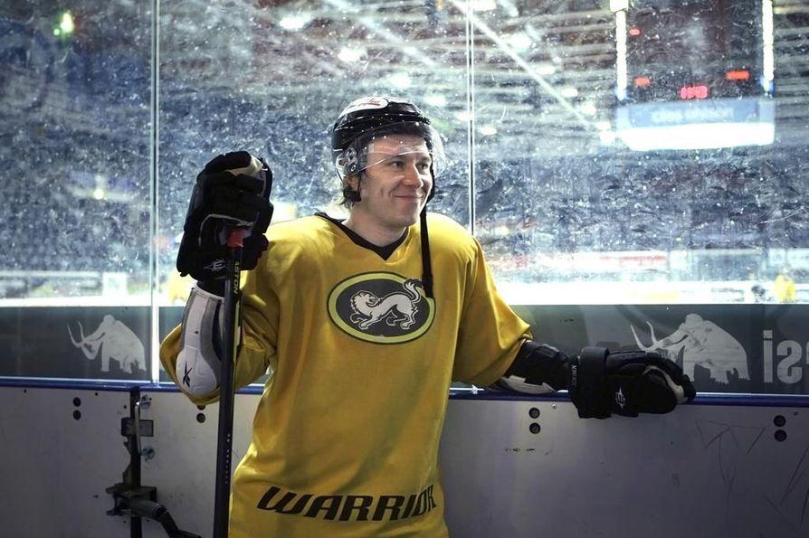 Jussi Jokinen on pelikiellossa kotimaan pääsarjan otteluista, mutta saa pelata CHL:ssä.