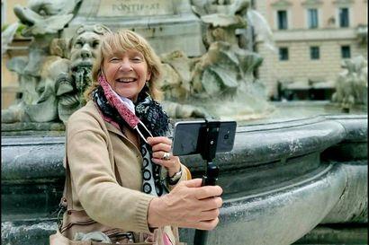 """""""Tuntuu, että koko matkailumaailma tulee muuttumaan"""" – korona on pysäyttänyt Italian-matkat, joten Leena Knuuttila vie matkailunnälkäisiä virtuaalikierroksille Roomaan"""