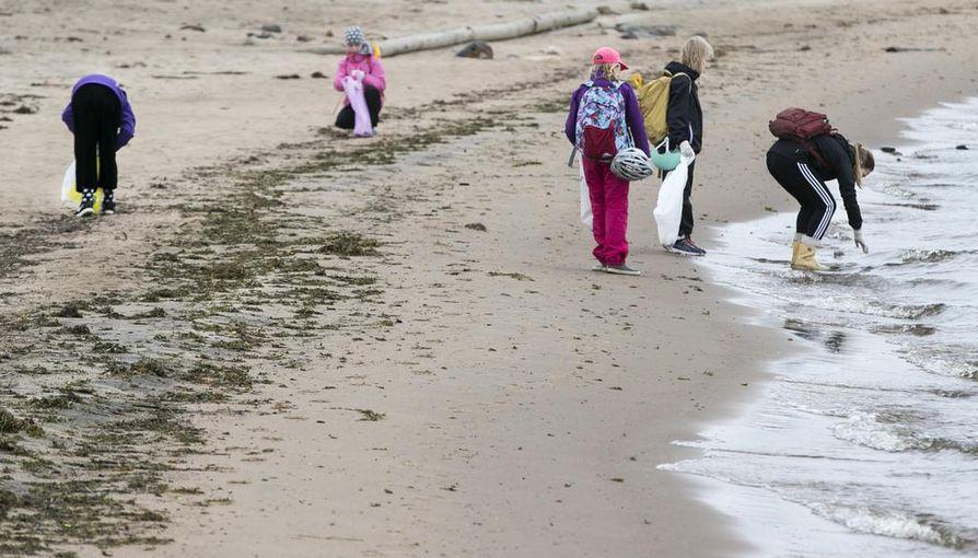 Suomen luonnonsuojeluliiton Oulun yhdistys on haastanut kaikki Oulun ala- ja yläkoulut toimimaan siistimmän kaupungin puolesta. Kansainväliseen World Cleanup Day -tapahtumaan Nallikariin osallistui myös koululaisia.