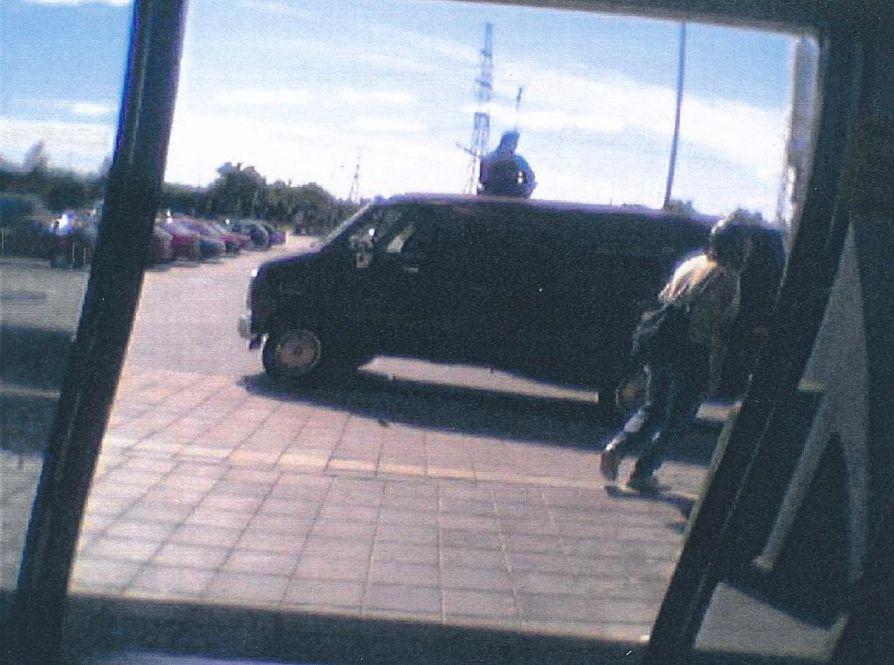 Valvontakameran kuvaa arvokuljetusauton ryöstön yrityksestä Turussa vuonna 2002.