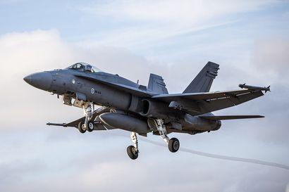 Hävittäjätarjokkailta pyydetään pian ota tai jätä -tarjoukset Hornetien seuraajista