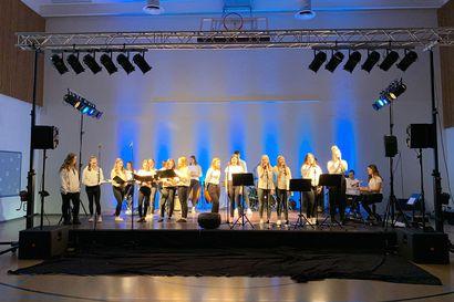 Kemissä itsenäisyyspäivän juhla esitetään verkossa – ohjelmasta vastaa Syväkankaan koulun oppilaat, katso koostelähetys tästä