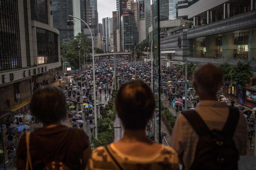 Jättimäinen mielenosoitus Hongkongissa.