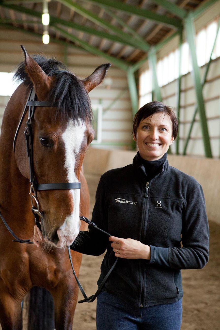 Anna Kilpeläinen on tuttu kasvo Oulun alueen hevosharrastajille.