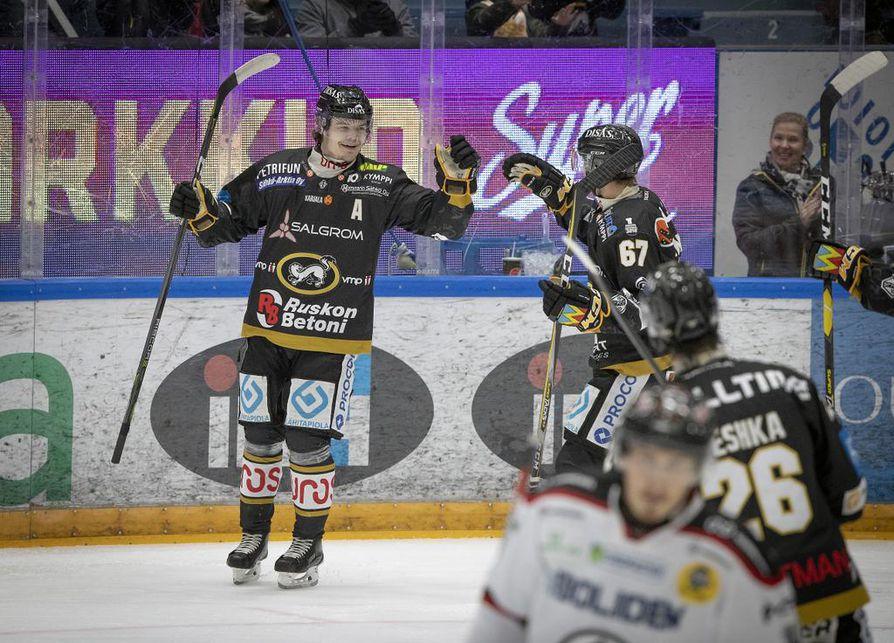Kärpät nousi sarjan kärkeen Ässät-pelin jälkeen.