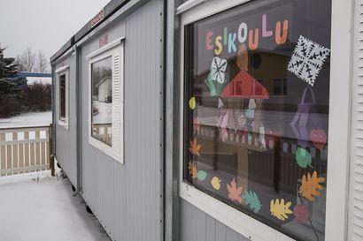 Saaren koulun väistötilojen vuokrat vievät Pyhäjoen sivistyslautakunnalta säästömahdollisuuksia: Toimintaa sopeutetaan useamman vuoden aikana