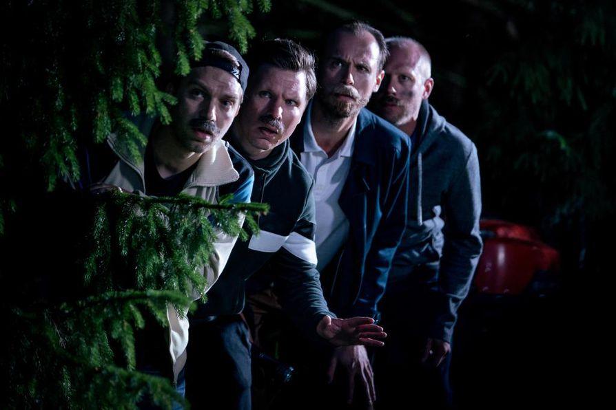 Pete (Jarkko Niemi), Jarkko (Eero Milonoff), Tuomas (Tommi Rantamäki) ja Matti (Iikka Forss) ovat miehiä uudessa kotimaisessa sarjassa.