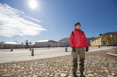 Vanhan Raahen rakennusinventointia tekevä arkkitehti innoissaan: Raahe on todella viehättävä ja täällä on Suomen hienoin liikenneympyrä