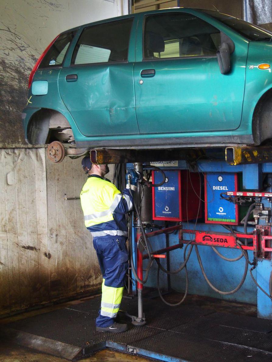 Öljyt ja nesteet talteen ja romuautot kiertoon. Resepti päästöjen vähentämiselle on helppo.