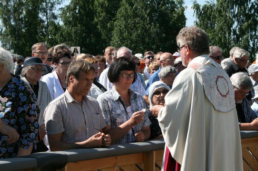 Piispa Samuel Salmi toimitti sunnuntain piispanmessun.