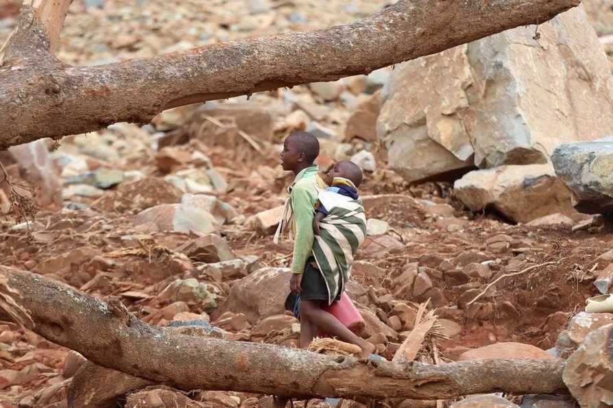 Idai-myrsky teki vakavia tuhoja viime keväänä Zimbabwessa. Afrikassa väki pakkautuu kaupunkeihin, mikä lisää äärisääilmiöille altistuvien ihmisten määrää.
