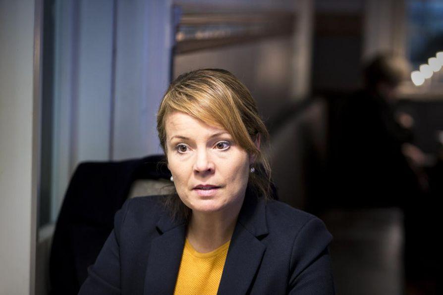 Politiikan tutkija, Vaasan yliopiston Innolabin uusi johtaja Mari K. Niemi toteaa, että Suomessa media ei lähde enää perussuomalaisten provokaatioihin niin herkästi mukaan.