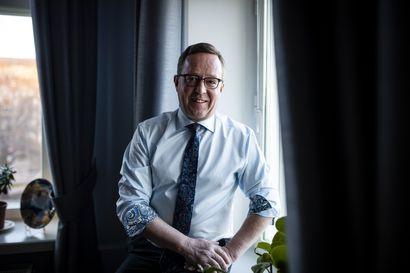 """Ravimies Lintilä palasi tuttuun työpaikkaan ja puhuu etätyön puolesta – """"Laitosten siirto maakuntiin on hyödytöntä"""""""
