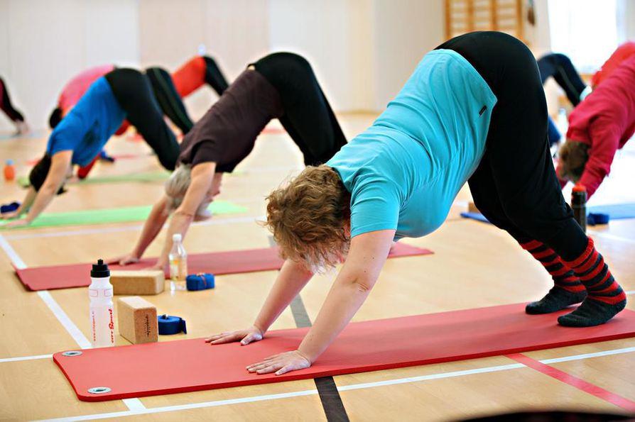 Jooga ja pilates ovat erinomaisia aktiviteetteja myös selän kannalta.