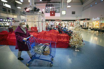 Joulutoreilla odotetaan väkeä – Rotuaarin myyntikojuja on siirretty torille, myynti alkaa viimeistään viikonloppuna