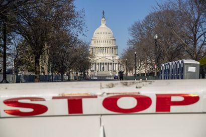 Yhdysvaltain kongressirakennuksen alue suljettu turvallisuusuhan vuoksi – ajoneuvo törmäsi kahteen poliisiin, joista toinen kuoli