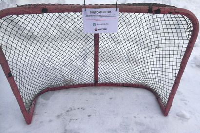 Miksi jääkiekkomaali piti poistaa Kylätien kentältä Saarenkylässä?
