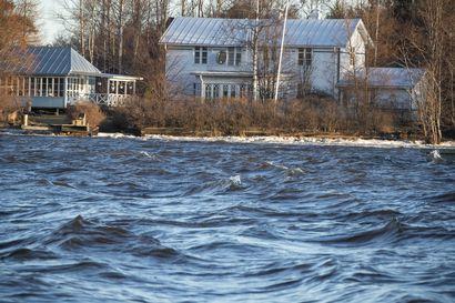 Merivesi nousi syksyisiin lukemiin: Luotsauspalvelu jouduttiin sulkemaan Raahessa