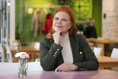 """""""Selvisimme pahimmasta tehtyämme töitä 24/7"""" – 60 vuotta täyttävä ravintoloitsija Maija Silvennoinen luottaa siihen, että asiat järjestyvät myös koronaoloissa"""