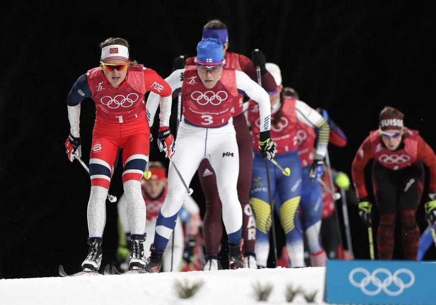 Aino-Kaisa Saarinen hiihti Suomen ensimmäisellä osuudella neljänneksi.