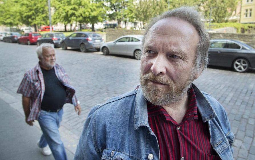 Teuvo Hakkarainen ilmoitti keskiviikkona, että on mukana myös EU-vaaleissa.