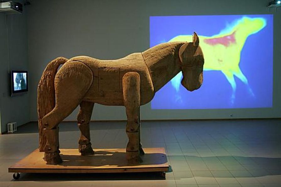 Hevosvoimaa-näyttely avataan helatorstaina.